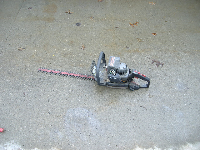 Double Edge Gas Hedge Trimmer