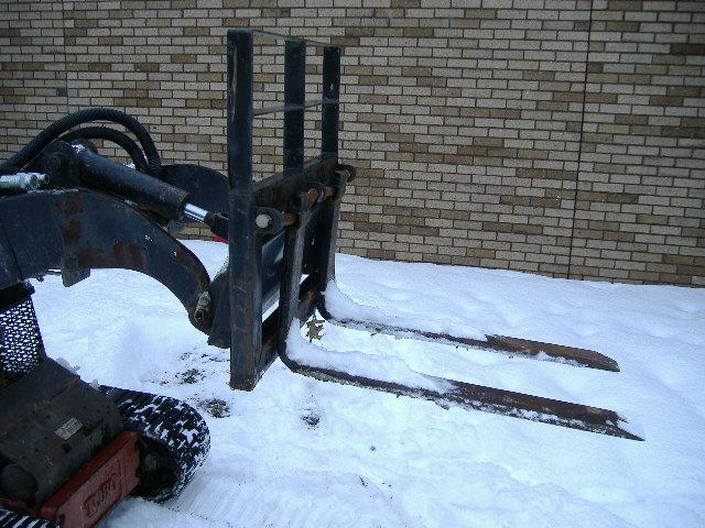 Pallet Forks Skidsteer Attachment (335 lb lift)
